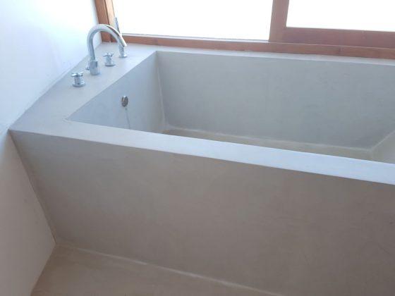 bañera de microcemento resistone